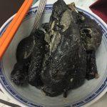 黒いニワトリ「Ayam Cemani(アヤムチェマニ)」を1羽まるごと茹でてみたよ